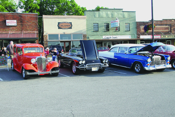 Cruis'in features big crowd | Cruis'in, car show, Square