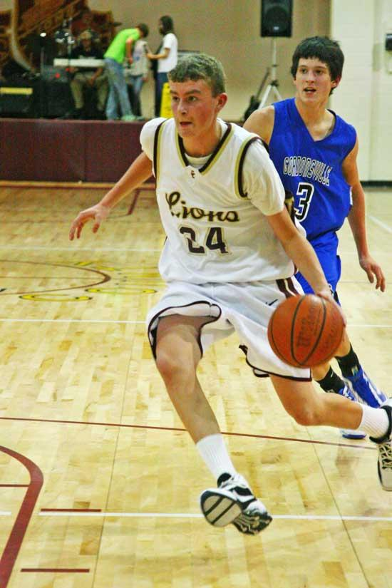 Lionettes Roll To 5-0; Lions Caught In Fogg