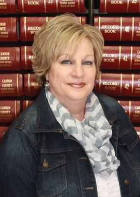 Sandy Hollandsworth announces for Register of Deeds