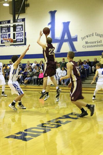 Nave sinks 3 pointer to beat Livingston