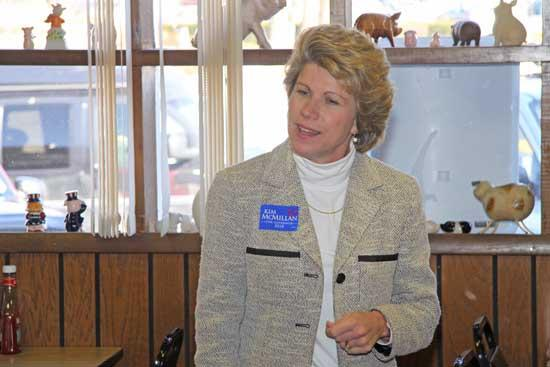 McMillan Visits Woodbury As Governor's Race Narrows
