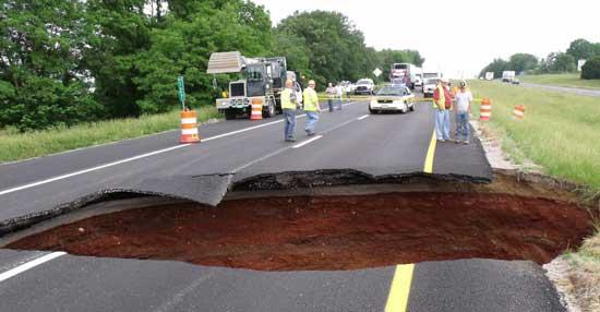 Large Sinkhole Closes I-24 in Grundy County