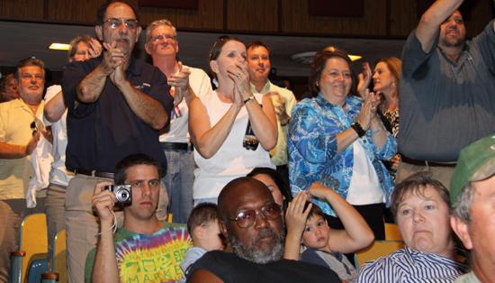 Gordon Faces Divided Crowd In Murfreesboro