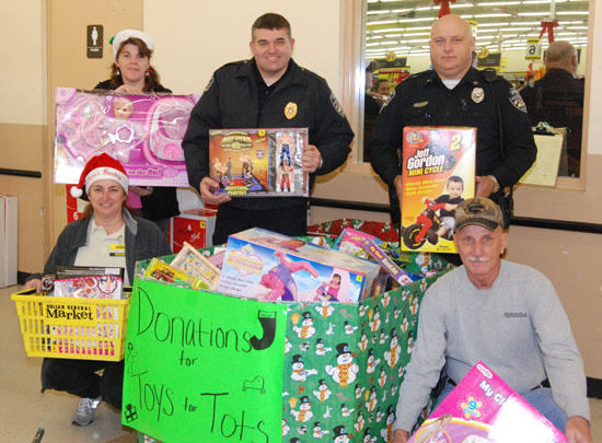 Dollar General Market Donates To Toys For Tots