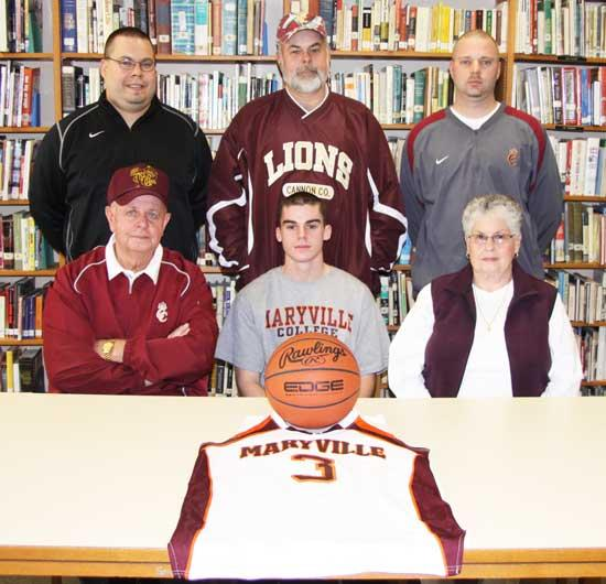 Davenport Signs With Maryville College