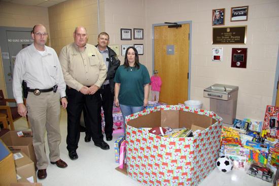 Sheriff Makes Christmas Merrier For Cannon Kids