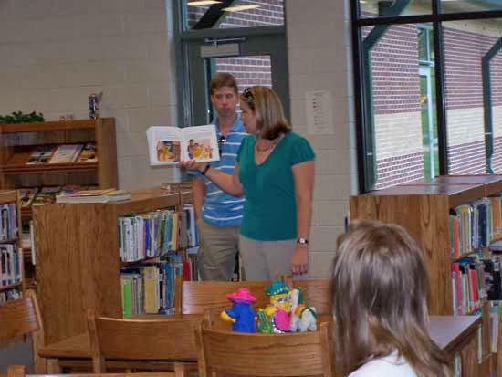 Woodbury Grammar School Hosts Family Reading Night