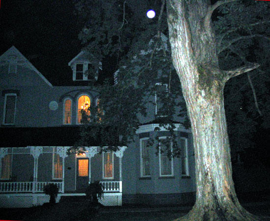 Falcon Rest Mansion Offers Ghost Hunting 'Tag-along' Tours
