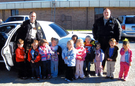 Sheriff's Deputies Visit Head Start