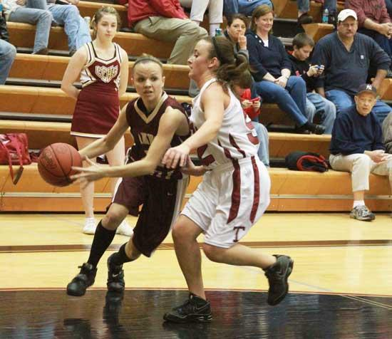 Lionettes Reach 20 Wins; Lions Scratched By Wildcats