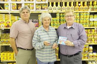 Piggly Wiggly Promotes Library